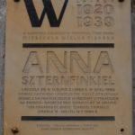 Plaque commémorative à Anna Langfus